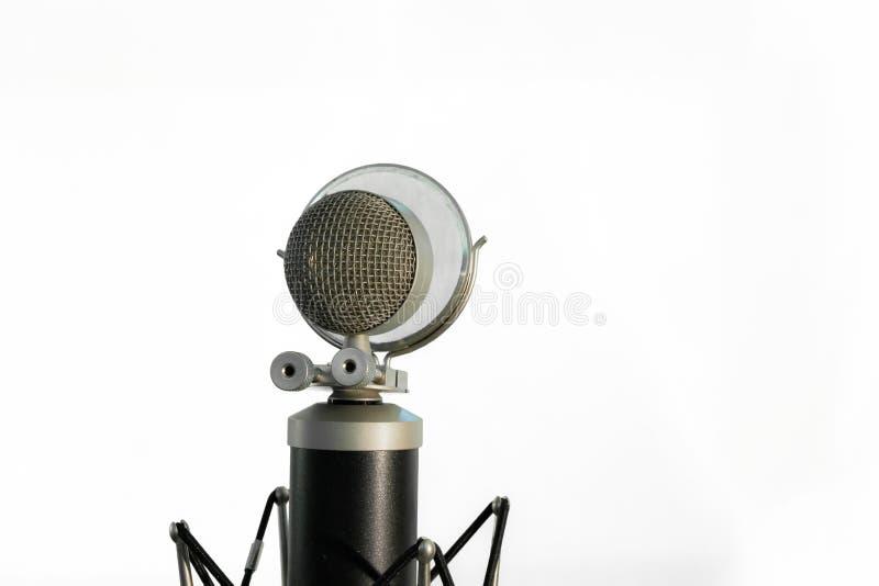 Φωνητικό μικρόφωνο συμπυκνωτών με το αλεξήνεμο που απομονώνεται στο άσπρο υπόβαθρο στοκ φωτογραφίες με δικαίωμα ελεύθερης χρήσης