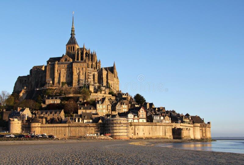 Φως πρωινού πέρα από Mont Άγιος Michel στοκ φωτογραφία