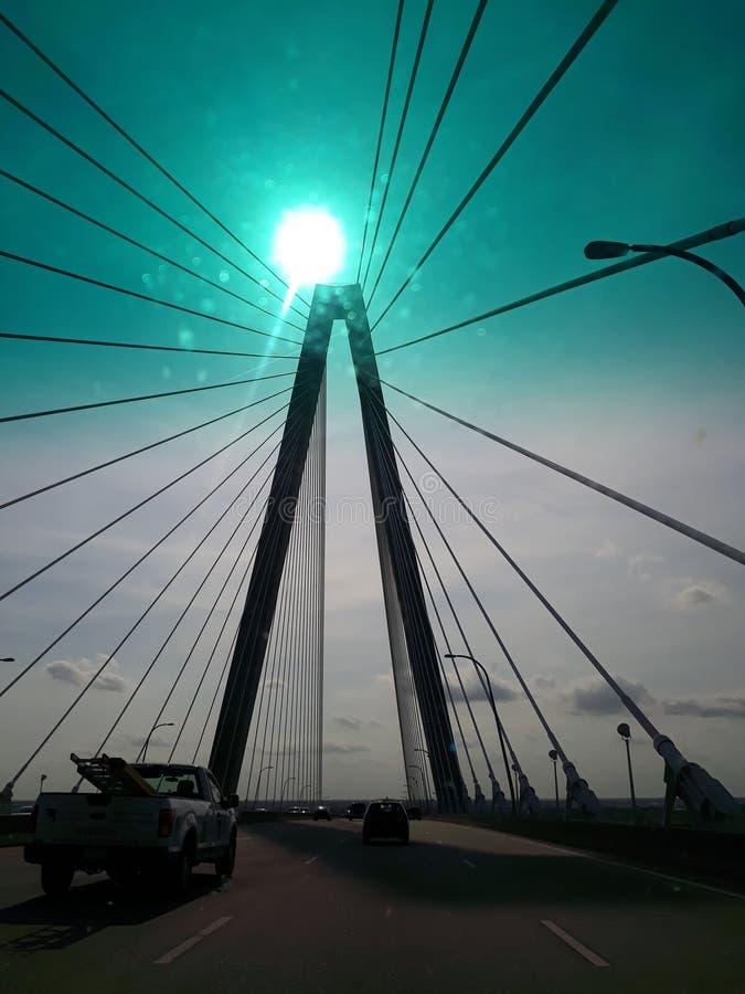 φως του ήλιου στη γέφυρα που το χρώμα είναι ανθίζοντας για να ξεκαθαρίσει τις σκέψεις σας στοκ εικόνες