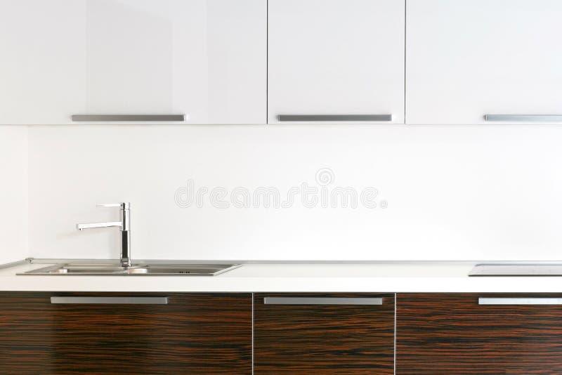 φωτεινή αντίθετη κουζίνα στοκ φωτογραφία