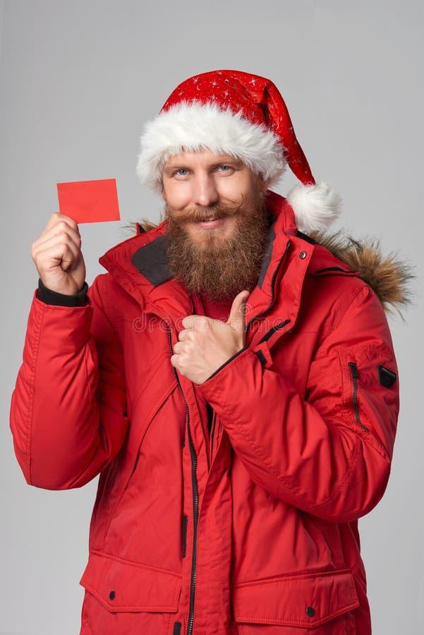 Φωτεινή εικόνα του όμορφου ατόμου στο καπέλο Χριστουγέννων στοκ φωτογραφίες με δικαίωμα ελεύθερης χρήσης