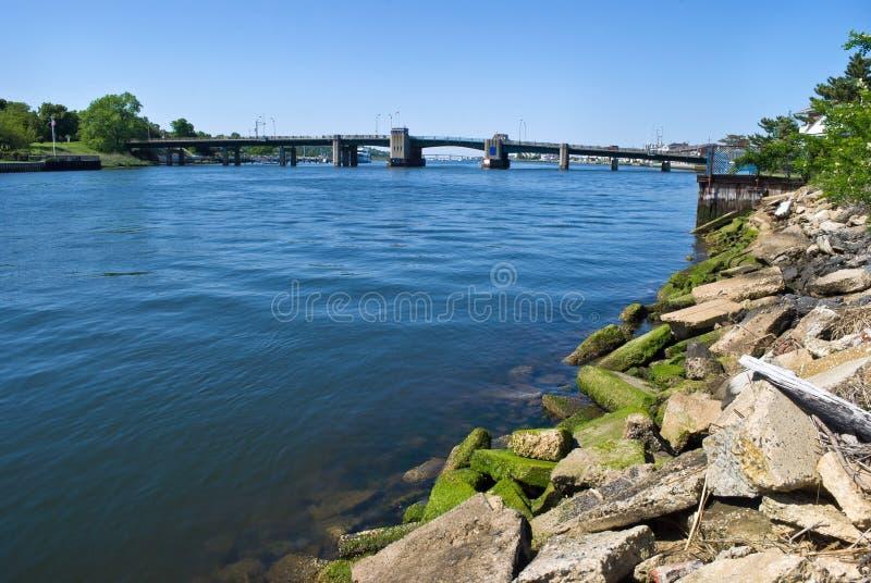 φωτεινή θάλασσα rumson γεφυρών στοκ φωτογραφία με δικαίωμα ελεύθερης χρήσης