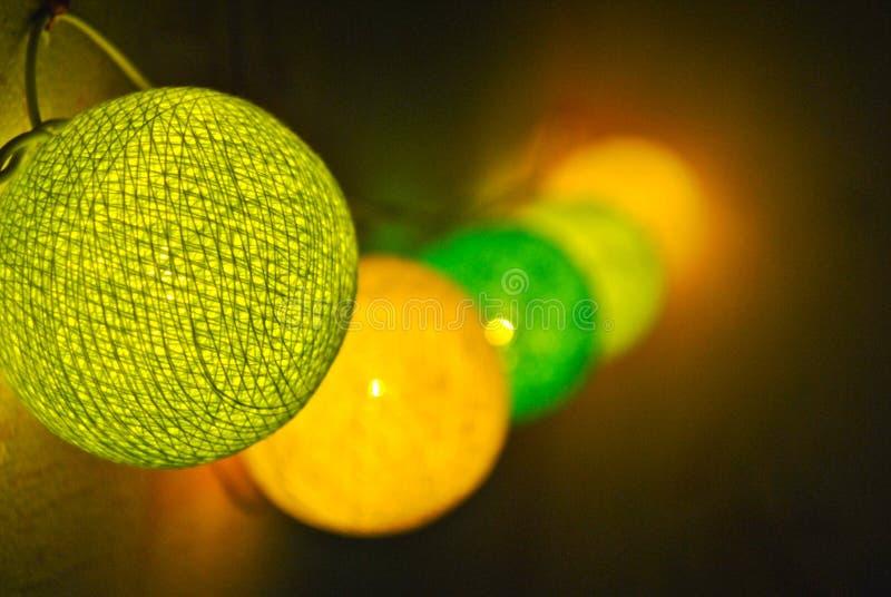 Φωτεινή καμμένος γιρλάντα στον τοίχο στοκ φωτογραφία