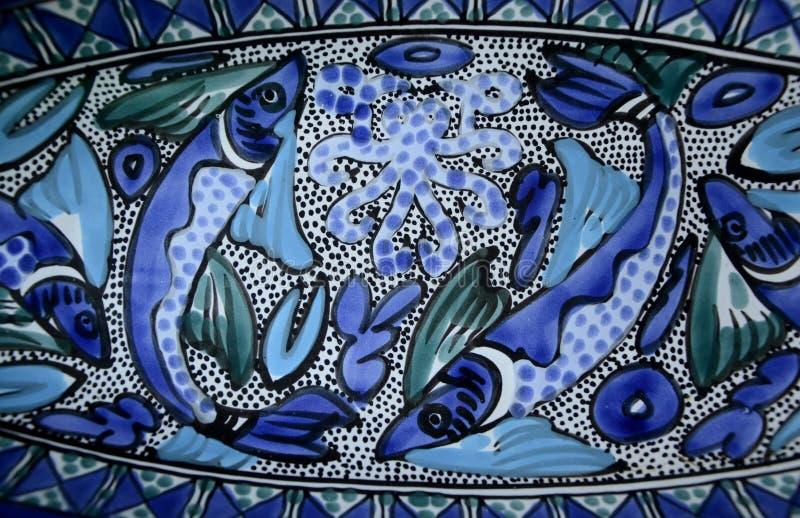 Φωτεινή μεσογειακή κεραμική τέχνη ψαριών Aqua μπλε στοκ φωτογραφία