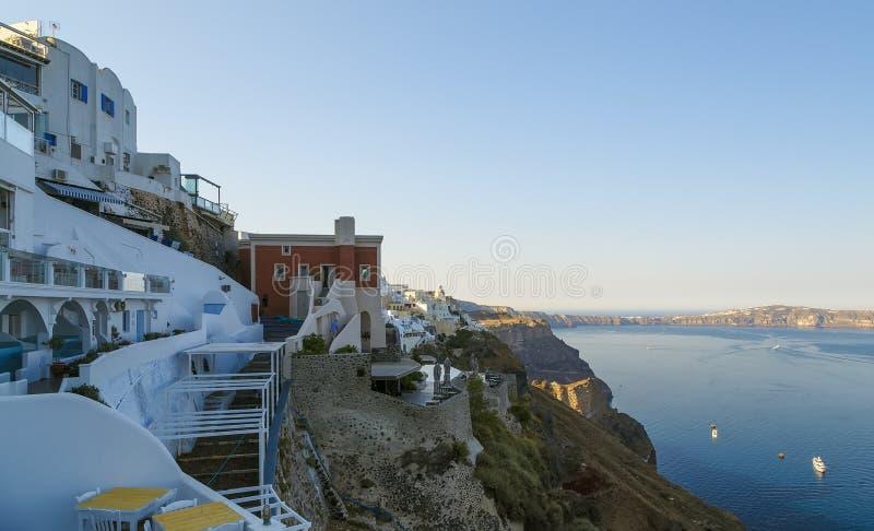 Φωτεινή σκηνή πρωινού του νησιού Santorini Θαυμάσια άποψη άνοιξη του διάσημου ελληνικού θερέτρου Fira, Ελλάδα, Ευρώπη Διακινούμεν στοκ εικόνα
