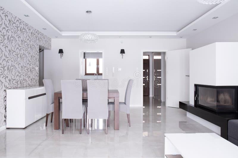 Φωτεινή gleaming κατοικία στοκ φωτογραφία με δικαίωμα ελεύθερης χρήσης