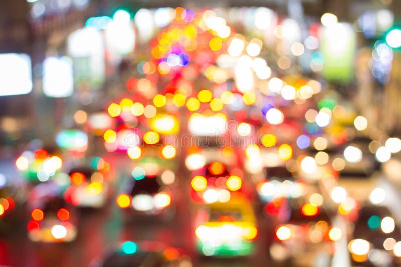 Φωτεινοί κύκλοι από τους προβολείς αυτοκινήτων ` s στο defocuse στοκ φωτογραφίες
