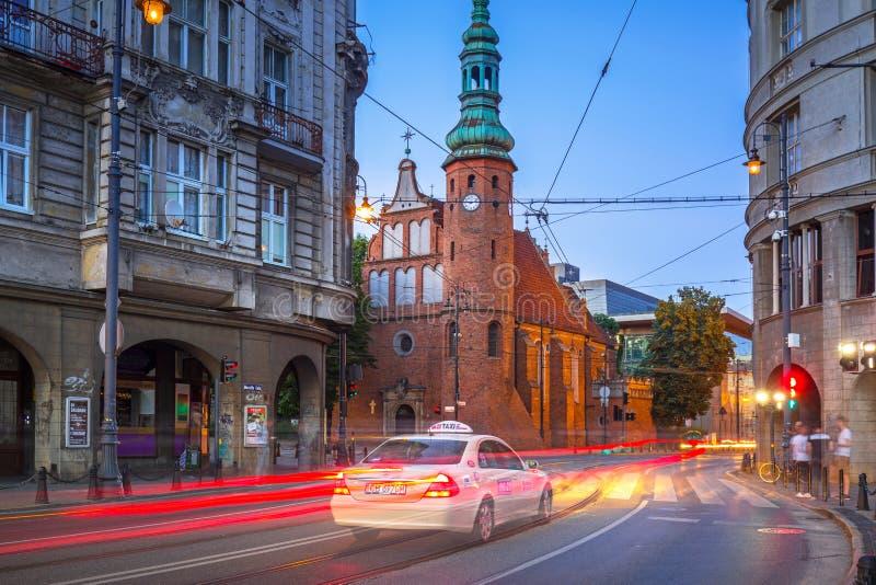 Φωτεινοί σηματοδότες στην πόλη Bydgoszcz στο σούρουπο, Πολωνία στοκ εικόνα
