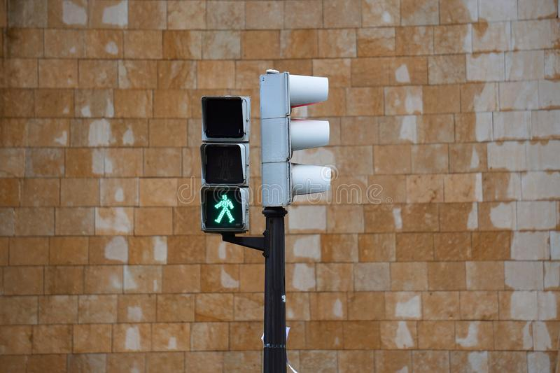 Φωτεινός σηματοδότης στο δρόμο στοκ φωτογραφίες
