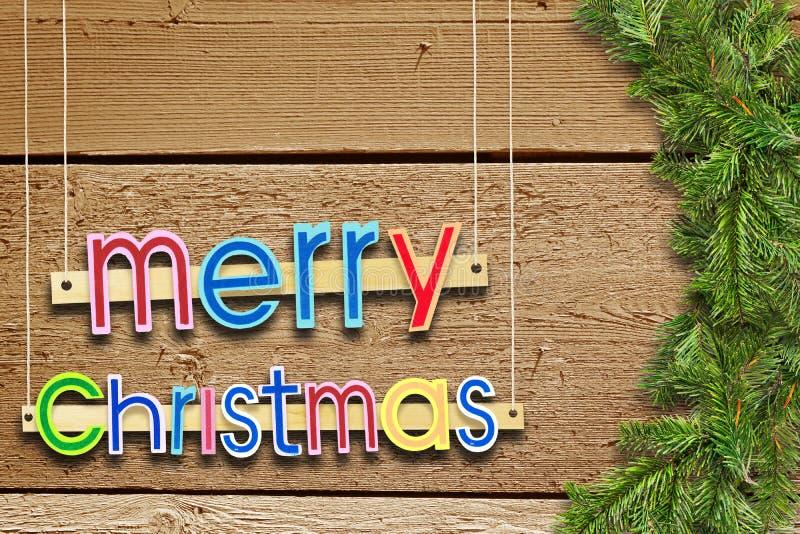 Φωτεινός χαιρετισμός Χριστουγέννων διακοπών πέρα από τα ξύλα με τους κομψούς κλάδους στοκ εικόνα