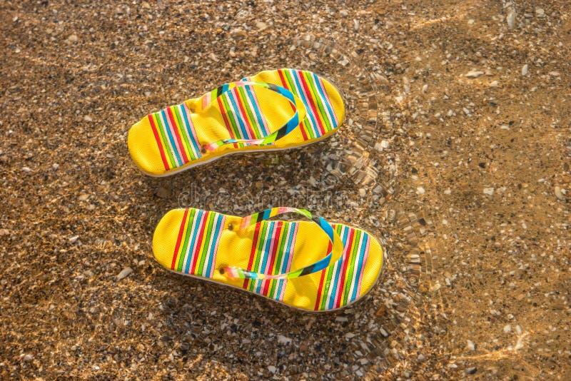 Φωτεινός-χρωματισμένες πτώσεις κτυπήματος στοκ εικόνα με δικαίωμα ελεύθερης χρήσης