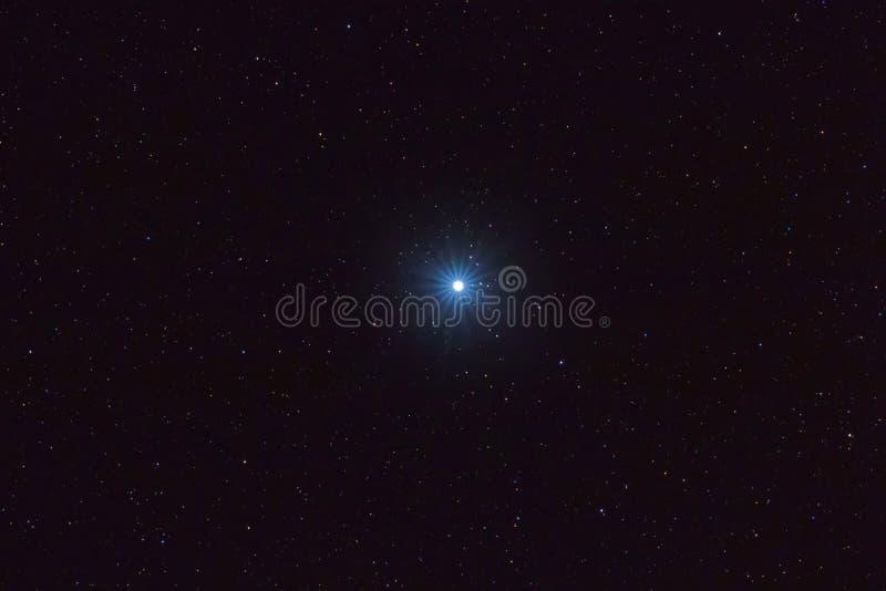 Φωτεινότερο αστέρι Sirius στο νυχτερινό ουρανό, αστέρι Sirius στοκ φωτογραφία με δικαίωμα ελεύθερης χρήσης