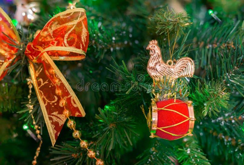 φωτεινό αστέρι υποβάθρου χειμερινής παράδοσης έτους Χριστουγέννων διακοπών κοκκόρων Χριστουγέννων του 2017 στοκ φωτογραφία με δικαίωμα ελεύθερης χρήσης