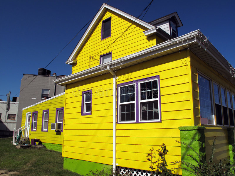 φωτεινό σπίτι κίτρινο στοκ φωτογραφίες