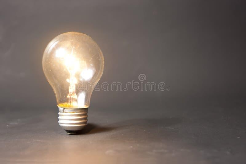 φωτεινό φως ιδέας έννοιας & στοκ εικόνα με δικαίωμα ελεύθερης χρήσης
