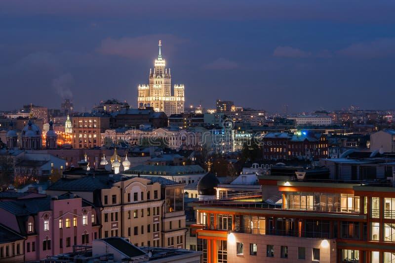 Φωτεινό φως παραθύρων της Μόσχας σε Zamoskvorechye στοκ φωτογραφίες