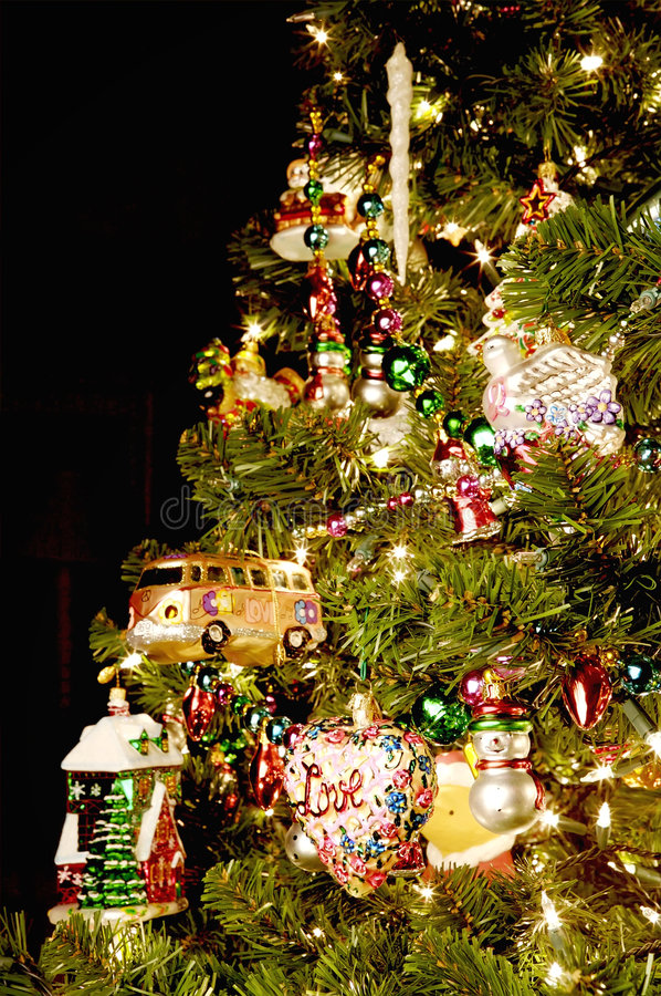 φωτεινό χριστουγεννιάτικο δέντρο στοκ φωτογραφίες