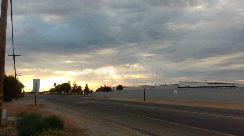 Φωτεινό, όμορφο πρωί με μια φωτεινή όμορφη ημέρα μπροστά στοκ φωτογραφία με δικαίωμα ελεύθερης χρήσης