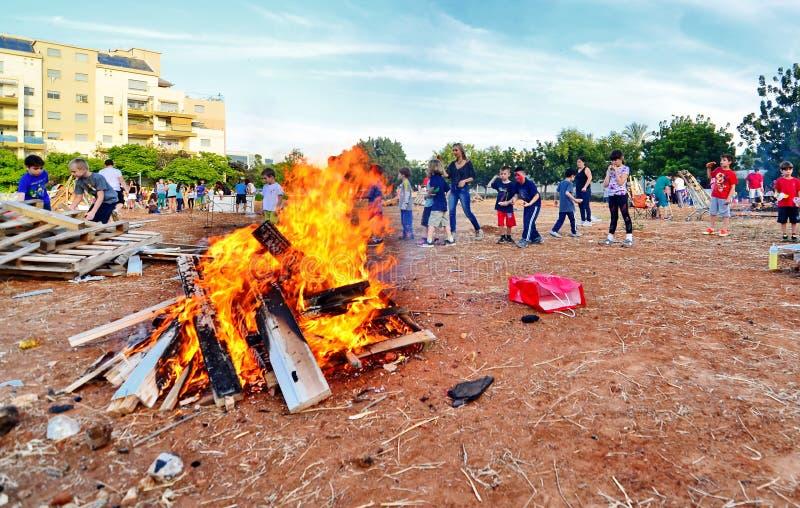Φωτιές BaOmer καθυστερήσεων στο Ισραήλ στοκ εικόνες