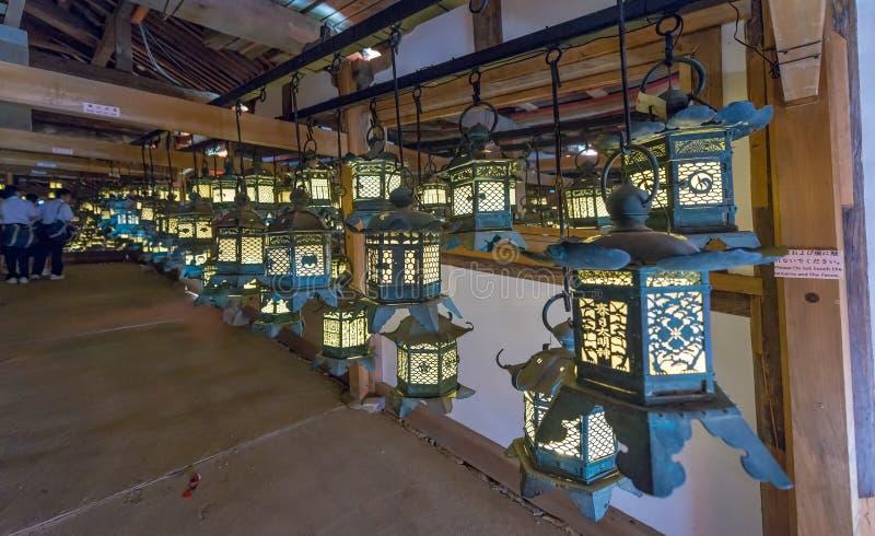 Φωτισμένα φανάρια σε kasuga-Taisha - το Νάρα, Ιαπωνία στοκ φωτογραφία με δικαίωμα ελεύθερης χρήσης