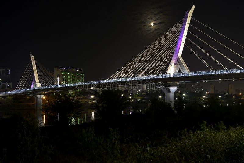 Φωτισμένη Daegu γέφυρα ìœ ¡ êµ  διάβασης πεζών στοκ εικόνα με δικαίωμα ελεύθερης χρήσης