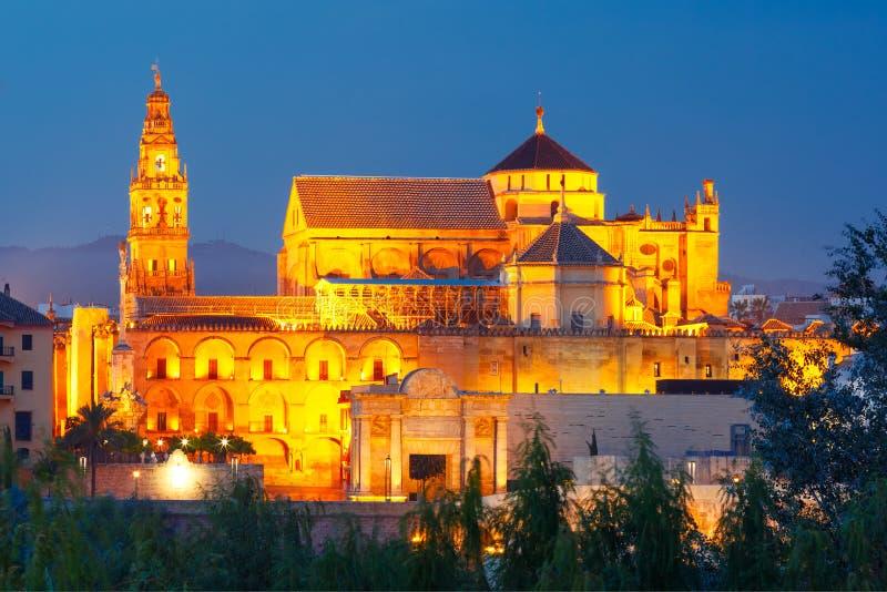 Φωτισμένο μεγάλο μουσουλμανικό τέμενος Mezquita, Κόρδοβα, Ισπανία στοκ εικόνες με δικαίωμα ελεύθερης χρήσης