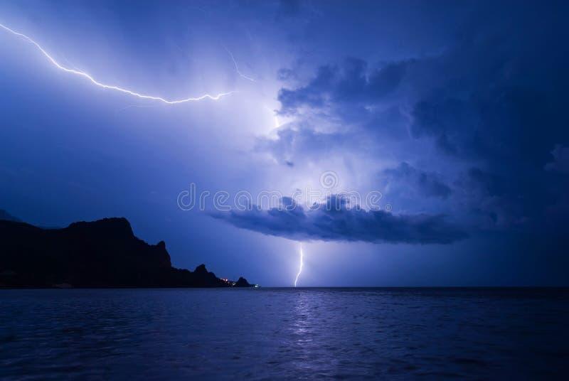 Φωτισμός στη Μαύρη Θάλασσα με αντανάκλαση στοκ εικόνες