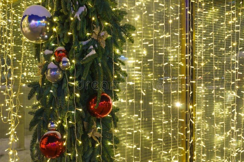 Φωτισμός Χριστουγέννων τη νύχτα στοκ εικόνες με δικαίωμα ελεύθερης χρήσης