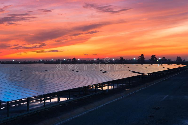 Φωτοβολταϊκές εγκαταστάσεις ηλιακής ενέργειας στοκ φωτογραφίες με δικαίωμα ελεύθερης χρήσης