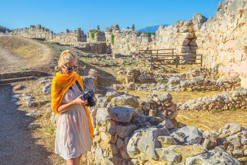 Φωτογράφος γυναικών ταξιδιού στοκ φωτογραφία με δικαίωμα ελεύθερης χρήσης