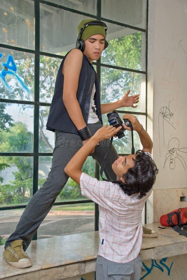 φωτογράφος μόδας αστικό&sigmaf στοκ εικόνες με δικαίωμα ελεύθερης χρήσης