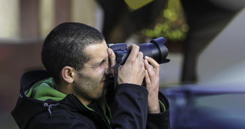 Φωτογράφος που παίρνει τη φωτογραφία στοκ φωτογραφίες