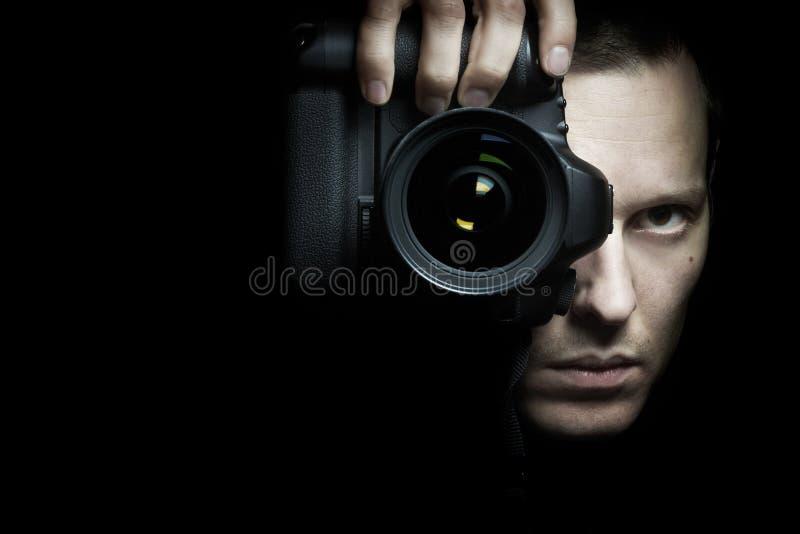 Φωτογράφος που παίρνει τη φωτογραφία με τη κάμερα στοκ φωτογραφία με δικαίωμα ελεύθερης χρήσης