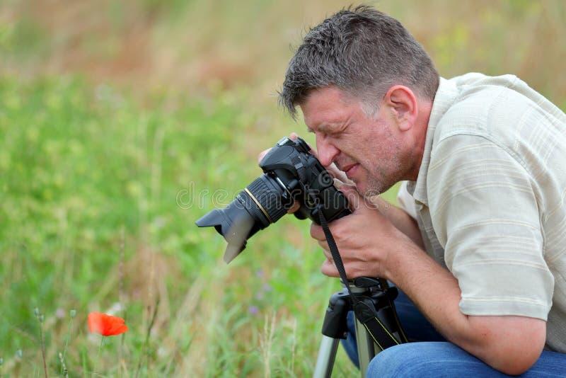 Φωτογράφος στη φύση στοκ φωτογραφίες με δικαίωμα ελεύθερης χρήσης