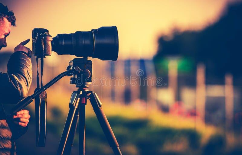 Φωτογράφος στον τομέα στοκ φωτογραφία με δικαίωμα ελεύθερης χρήσης