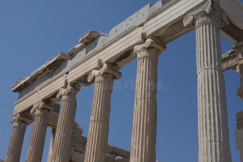 Φωτογραφία εικονικού Erechtheion με τις διάσημες καρυάτιδες, λόφος ακρόπολη, ιστορικό κέντρο της Αθήνας, Αττική, Ελλάδα στοκ φωτογραφία με δικαίωμα ελεύθερης χρήσης