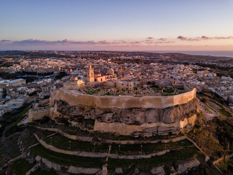 Φωτογραφία κηφήνων - η ακρόπολη Gozo στο ηλιοβασίλεμα Μάλτα στοκ φωτογραφίες με δικαίωμα ελεύθερης χρήσης