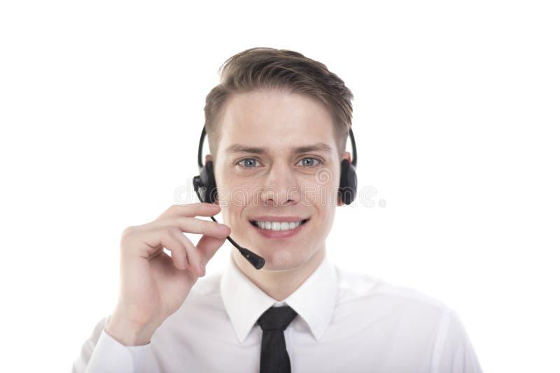 Φωτογραφία κινηματογραφήσεων σε πρώτο πλάνο του χαμογελώντας νέου πράκτορα του κέντρου κλήσης στοκ εικόνα με δικαίωμα ελεύθερης χρήσης