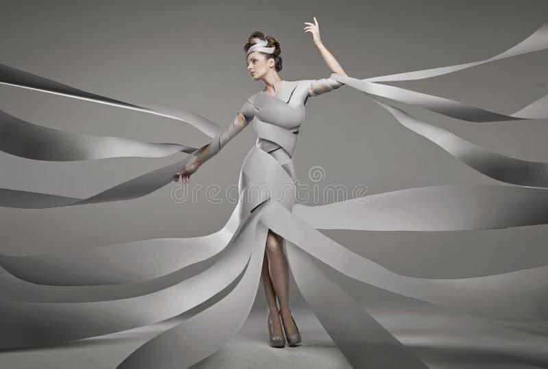 Φωτογραφία μόδας μιας προκλητικής γυναίκας στοκ φωτογραφία