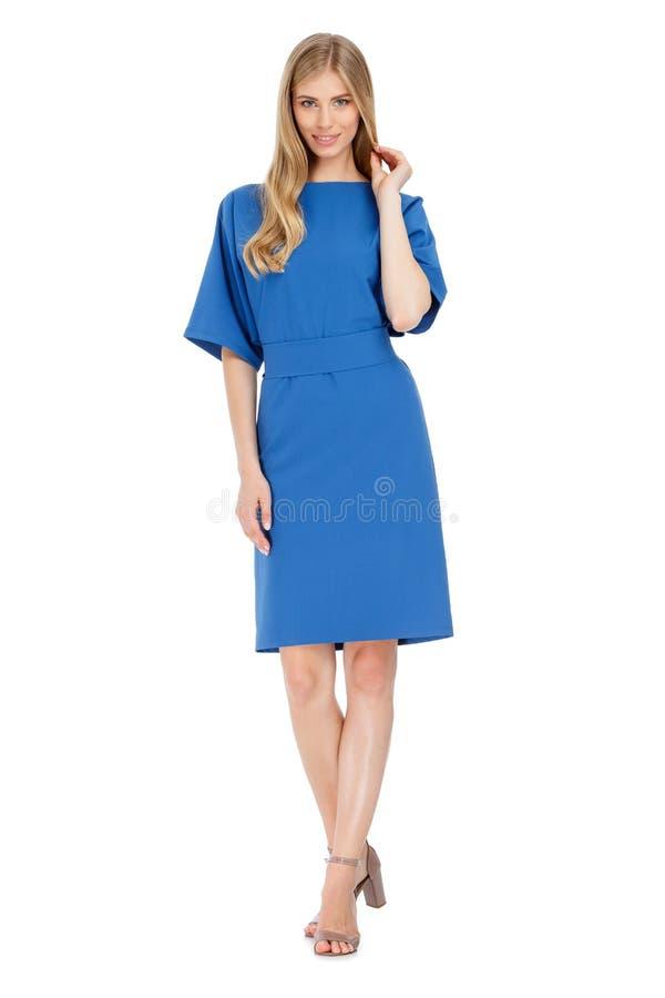 Φωτογραφία μόδας της νέας θαυμάσιας γυναίκας που φορά το φόρεμα στοκ φωτογραφίες με δικαίωμα ελεύθερης χρήσης