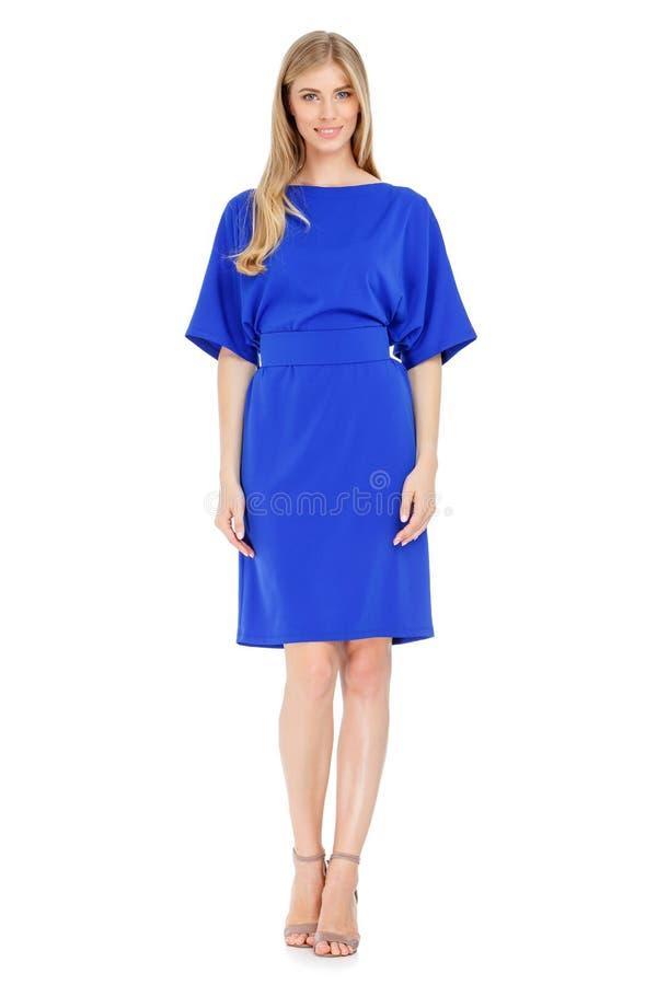 Φωτογραφία μόδας της νέας θαυμάσιας γυναίκας που φορά το φόρεμα στοκ φωτογραφία με δικαίωμα ελεύθερης χρήσης