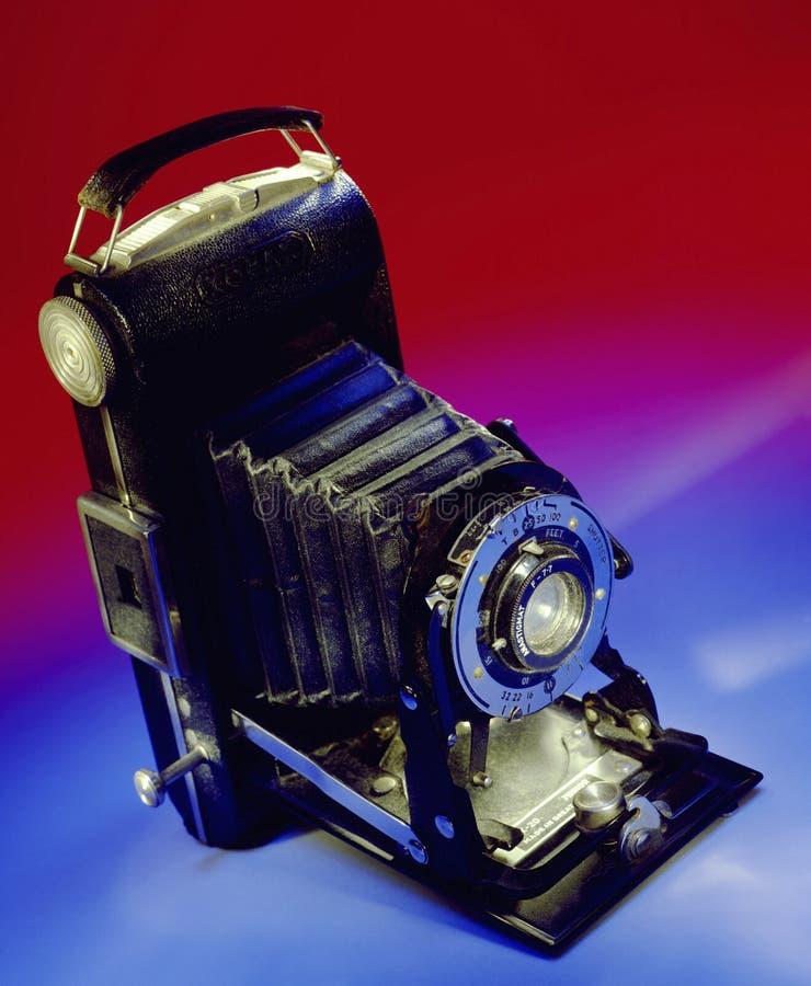 Φωτογραφία - παλαιά διπλώνοντας κάμερα στοκ φωτογραφίες