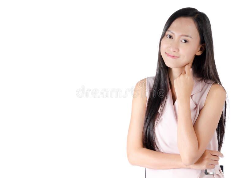 Φωτογραφία πορτρέτου της ασιατικής γυναίκας με το ευτυχές πρόσωπο έκφρασης στοκ φωτογραφία