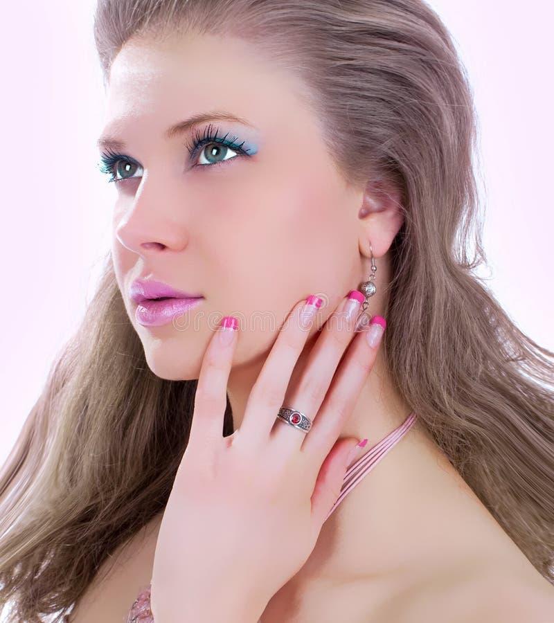 Φωτογραφία τέχνης μόδας. Πορτρέτο της όμορφης γυναίκας στοκ φωτογραφία