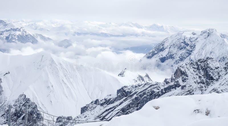 Download Φωτογραφία ταξιδιού Zugspitze - υψηλότερη αιχμή Germany's Στοκ Εικόνα - εικόνα από highest, πανέμορφος: 62711145