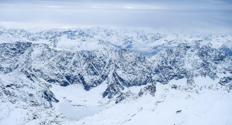 Download Φωτογραφία ταξιδιού Zugspitze - υψηλότερη αιχμή Germany's Στοκ Εικόνες - εικόνα από ευρώπη, καλυμμένος: 62711762