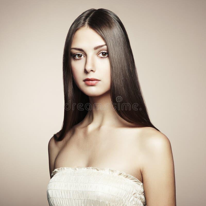 Φωτογραφία της όμορφης νέας γυναίκας. Εκλεκτής ποιότητας ύφος στοκ εικόνα