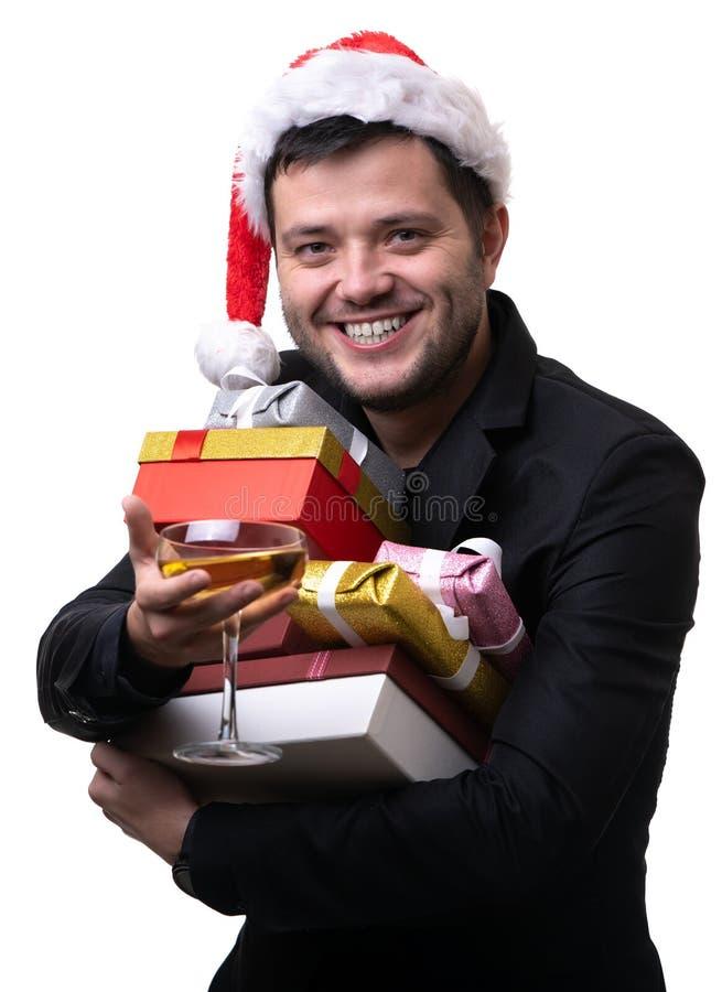Φωτογραφία του ευτυχούς ατόμου στην ΚΑΠ Santa με τα κιβώτια με τα δώρα, με το τερματικό στοκ εικόνες με δικαίωμα ελεύθερης χρήσης