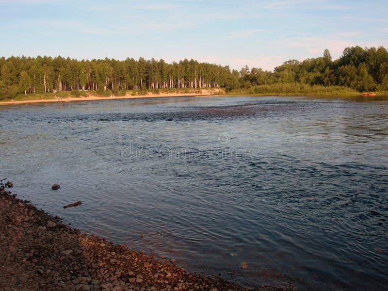 Φωτογραφία του ποταμού στην πόλη Tynda στοκ φωτογραφίες