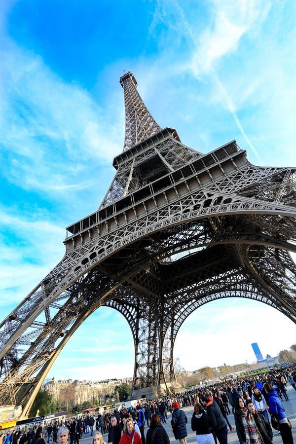 Φωτογραφία του πύργου του Άιφελ με το μπλε ουρανό στοκ εικόνα